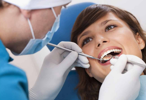 Lấy cao răng bằng máy siêu âm 2