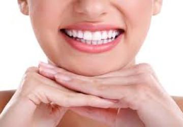 Bật mí bí quyết dùng dầu dừa làm trắng răng siêu tốc