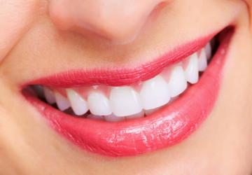 """Giải đáp thắc mắc """"tẩy trắng răng bằng laser"""" có tốt không?"""