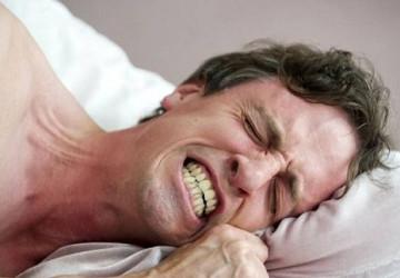 Không thể ngờ trị bệnh nghiến răng khi ngủ lại dễ dàng đến thế