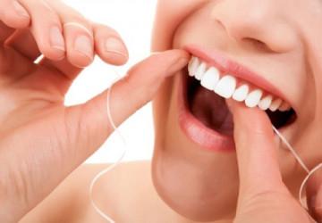 Dùng chỉ nha khoa có làm răng thưa không? >>> Tin Hot